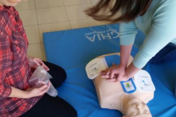 U Općini Žakanje postavljen AVD uređaj i educirani volonteri za njegovo korištenje
