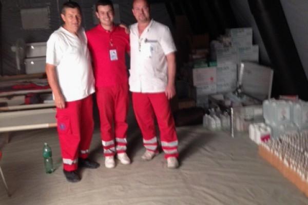 Hitna medicinska služba pomaže u pružanju zdravstvene skrbi na poplavljenim područjima