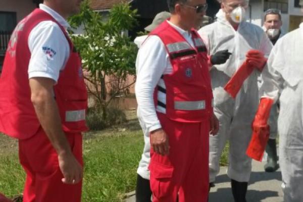 Djelatnici HMS-a pomažu i u javnozdravstvenom prosvjećivanju na poplavljenim područjima