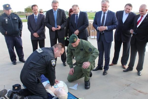 """""""Pokreni srce-spasi život"""": Ministarstvo unutarnjih poslova dobilo 43 automatska vanjska defibrilatora"""