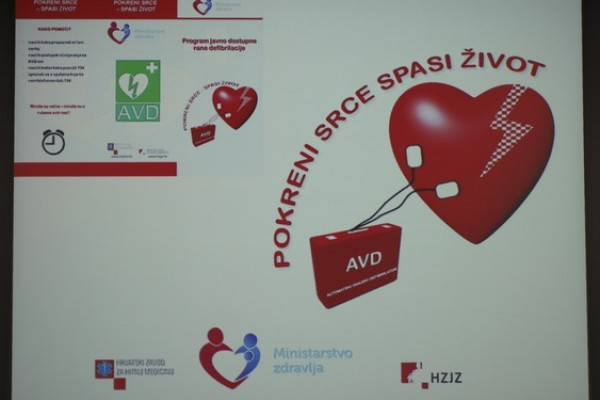 Predstavljen program javno dostupne rane defibrilacije