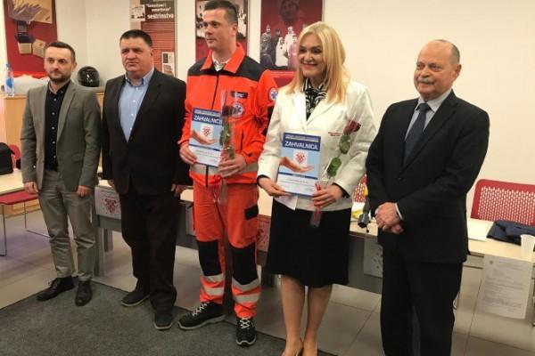 Udruga hrvatskih pacijenata dodijelila zahvalnice za najliječnicu i najtehničara hitnjacima