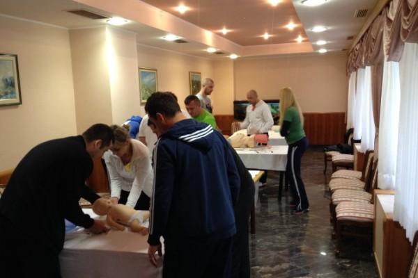 Trening radnika izvanbolničke hitne medicinske službe za doktore medicine i medicinske sestre-tehničare
