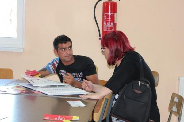Predstavnici Hrvatskog zavoda za hitnu medicinu upoznali Rome s djelatnošću hitne medicine