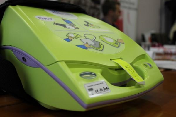 Liječnici i volonteri Europskih sveučilišnih igara educirani za upotrebu AVD uređaja