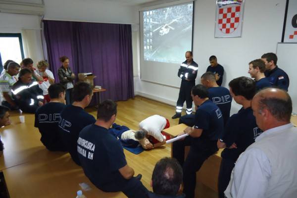 Državne intervencijske postrojbe Državne uprave za zaštitu i spašavanje osposobljene za rad s automatskim vanjskim defibrilatorom
