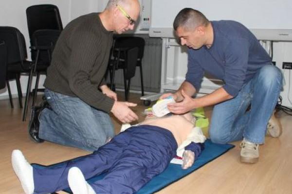 Pokreni srce-spasi život: MUP-ovci osposobljeni za rad s automatskim vanjskim defibrilatorom