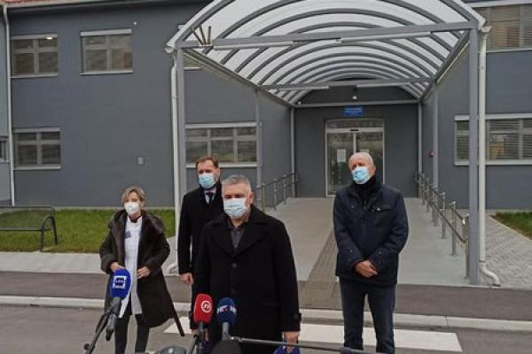 Djelatnici hitne medicinske službe među prvima se cijepili protiv bolesti COVID-19
